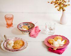 Crocante de pêssego | #ReceitaPanelinha: O pêssego em calda ganha um up nesta receita com uma farofinha doce que vai dourar no forno. Sirva ainda quente com sorvete (ou iogurte, se preferir uma versão mais light).