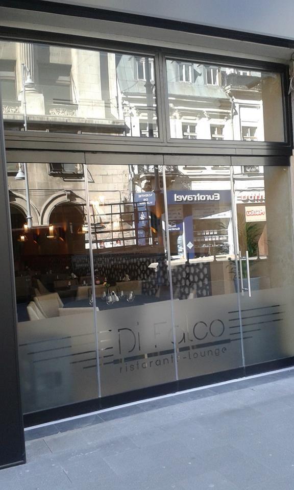 Un restaurant lounge foarte cochet aflat pe calea victoriei, iar la intrare amprenta GlassPro, inchidere terasa din sticla. Multumim clientului nostru. Totul de bonton.