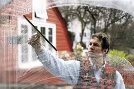 How to Clean Outside Windows