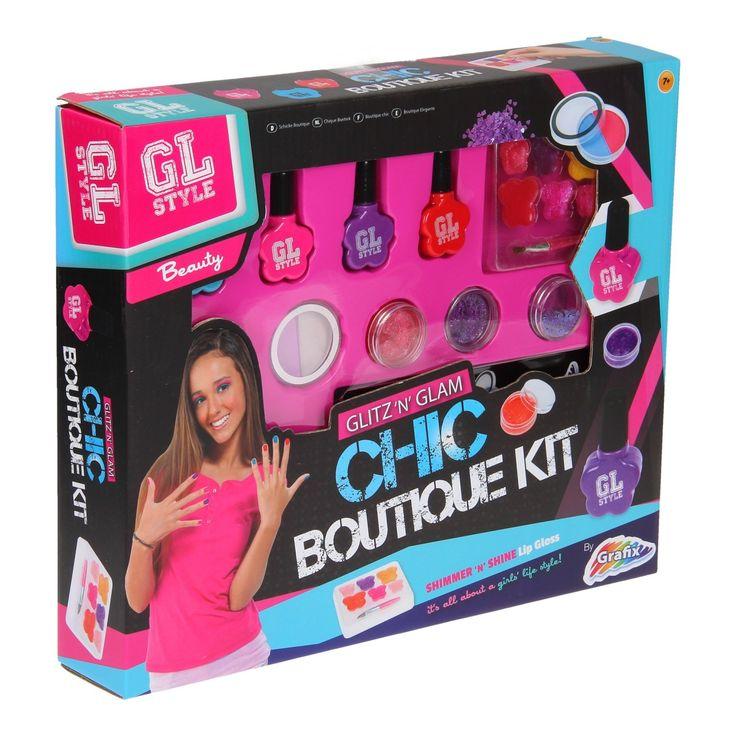 Vind jij het leuk om jezelf mooi te maken? Met dit Beautyset Nagels en Lippen gaat jou dat lukken! Kleur je lippen met de gloss, lak je nagels en doe wat oogschaduw op. Welke creatie maak jij? Bevat 4 nagellakjes, 2 oogschaduws, 2 potjes lipgloss, 1 potje hartjes lovertjes, 1 lipgloss met borstel en instructies. Vanaf 7 jaar. Afmeting: verpakking 25 x 30 x 6,5 cm - Beautyset Nagels en Lippen