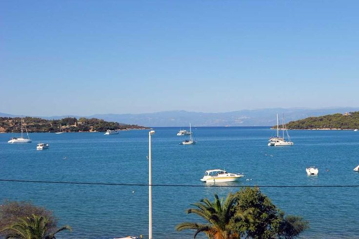 Near area cosmopolitan of Porto Heli in the prefecture of Argolis the Eastern Peloponnese, in the Petrothalassa area, available for sale plot of land 77.500 sq. It is up on a hill with panoramic overlooking in Sea. The plot of land they has distance from the sea 3,2 km. and it is suitable for the development of holiday homes or villas.