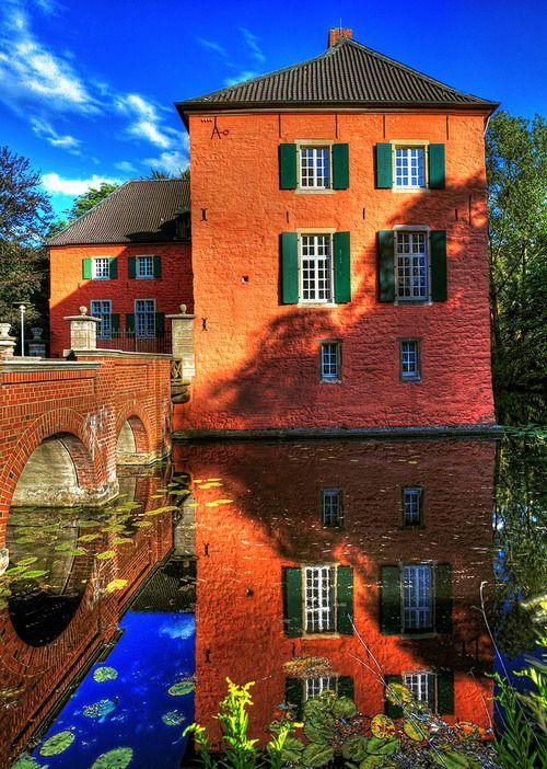 Haus Lüttinghof: eine Wasserburg in Gelsenkirchen, Nordrhein-Westfalen