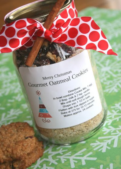 Christmas Gifts in a Jar -  Gourmet Oatmeal Cookies  - Click pic for 25 DIY Christmas Gifts
