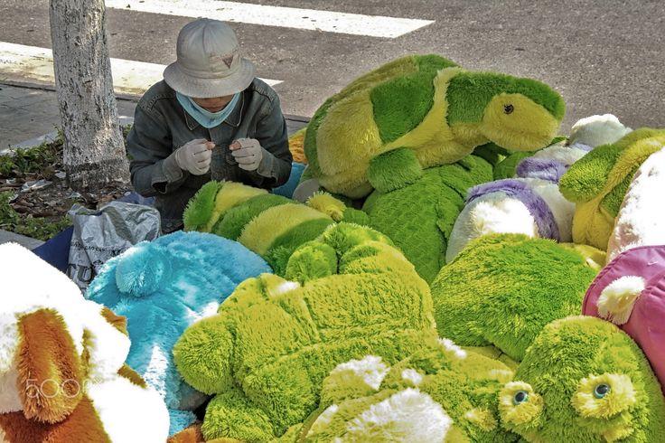 Street worker - Street worker making toys in Da Nang - Vietnam