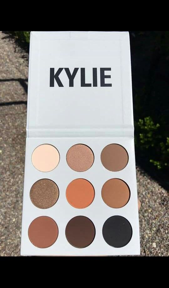 Kylie Cosmetics Kyshadow palette  so many warm colors for autumn