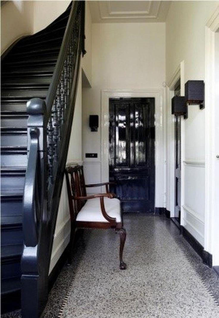 Foto: Klassieke hal met granieten vloer en zwarte accenten . Geplaatst door wendy2404 op Welke.nl
