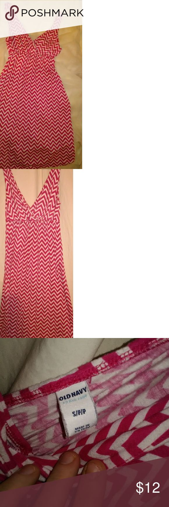 Old Navy Chevron Dress Pink Chevron print Old Navy dress. Size small petite. Breastfeeding friendly. I used this as a maternity dress before I got huge. Pre-owned ( may have signs of wear and piling). No stains or tears. Old Navy Dresses