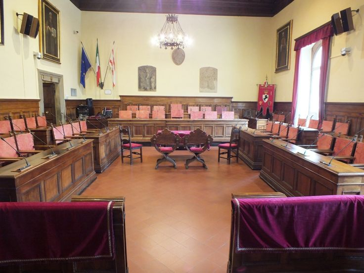 Arezzo Town Hall, the beautiful Council Hall where civil wedding ceremonies are performed