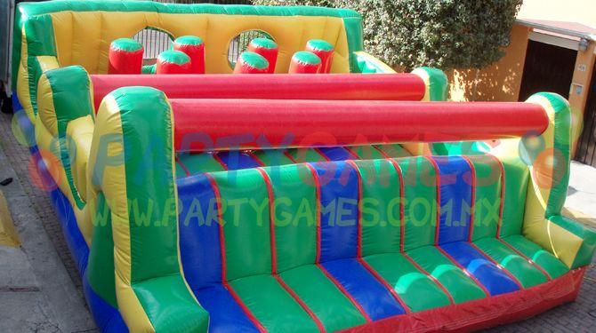 El mega obstáculos es un juego inflable para niños que son hiperactivos que les gusta brincar, aventarse y correr de un lado a otro. En este juego los niños va a encontrar mil actividades. Desde una mini pared de escalar hasta punching bags horizontales y verticales. El juego mega obstaculos + el juego resbaladilla hit juntos forman nuestro famoso juego carrera ironman para chicos o grandes.