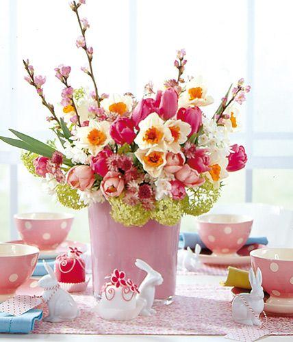 Pfirsichblüten, Tulpen und weisse Narzissen / Foto: Jonas von der Hude via Living at home