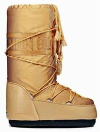 Moon Boots Bomber de Tecnica - Ski fashion - Couleur glamour de cet hiver, le doré pare la désormais classique et indémodable Moon Boot. Pour être fashion jusqu'au soir ! Tecnica Moon Boots Bomber : 80 € N° lecteurs...