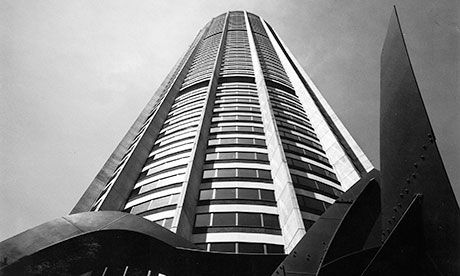 Australia Square Tower by Harry Seidler with Alexander Calder's Twin Blades in the foreground