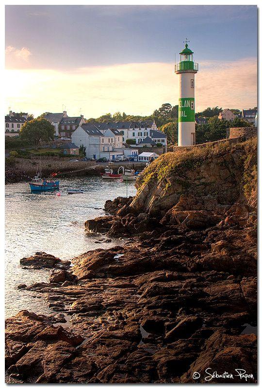 Entrée du port de Doëlan, Finistère http://www.tourisme.fr/2458/office-de-tourisme-moelan-sur-mer.htm