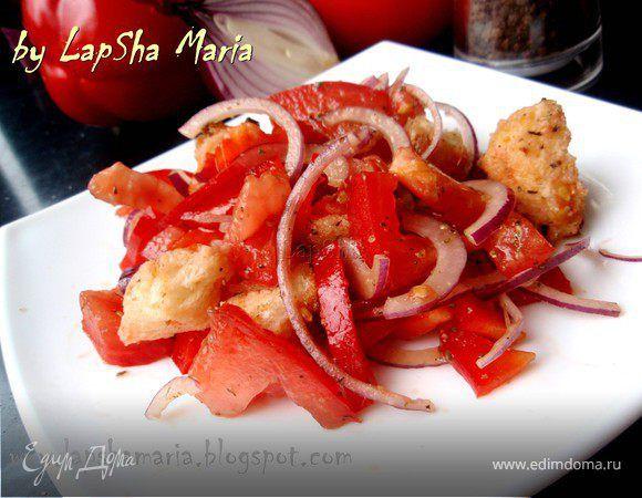 Панцанелла - классический итальянский салат с хлебом. Ингредиенты: хлеб белый, помидоры, перец болгарский