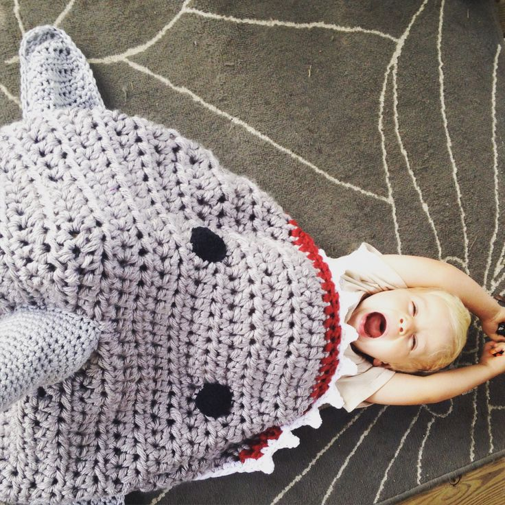 Shark Tale Cocoon Crochet Pattern Free : 17 Best images about shark blanket on Pinterest Ravelry ...