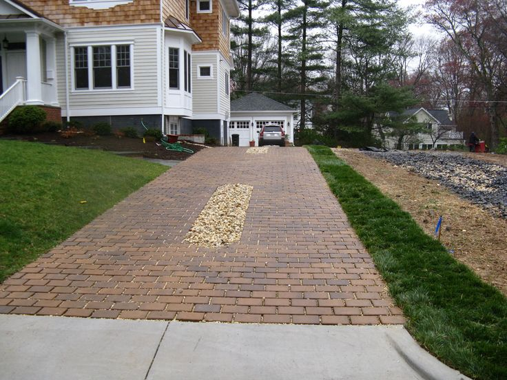Image from http://www.goallgreen.us/Permeable-Driveway-Falls-Church-VA.jpg.