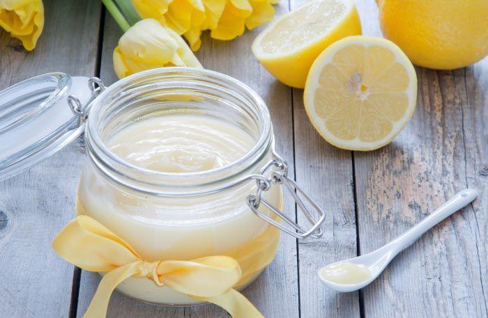 Lemoncurd, citronkräm, är gott i tårtor, bakverk och till scones. Här är bästa receptet på världens godaste lemon curd.