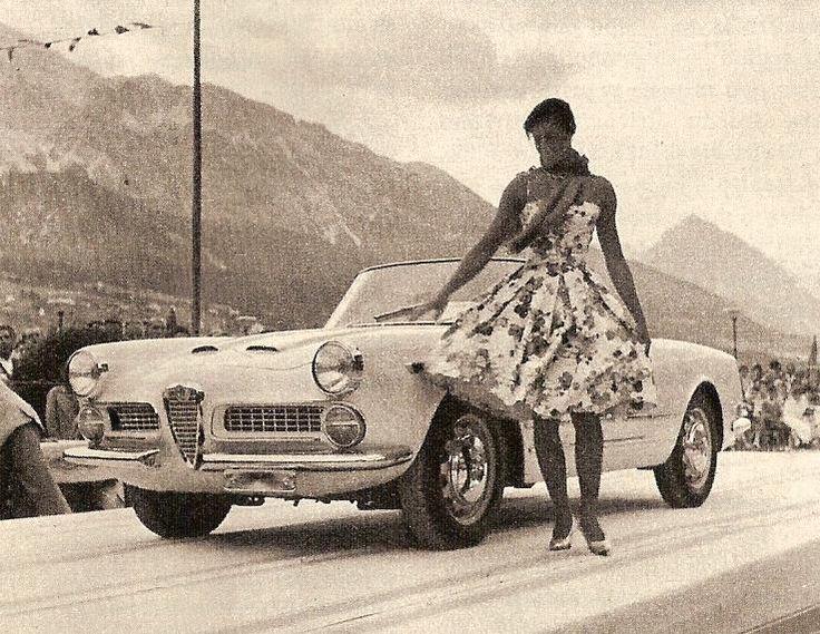 La spider Alfa Romeo 2000 ad un Concorso d'eleganza a Cortina d'Ampezzo nell'estate 1959