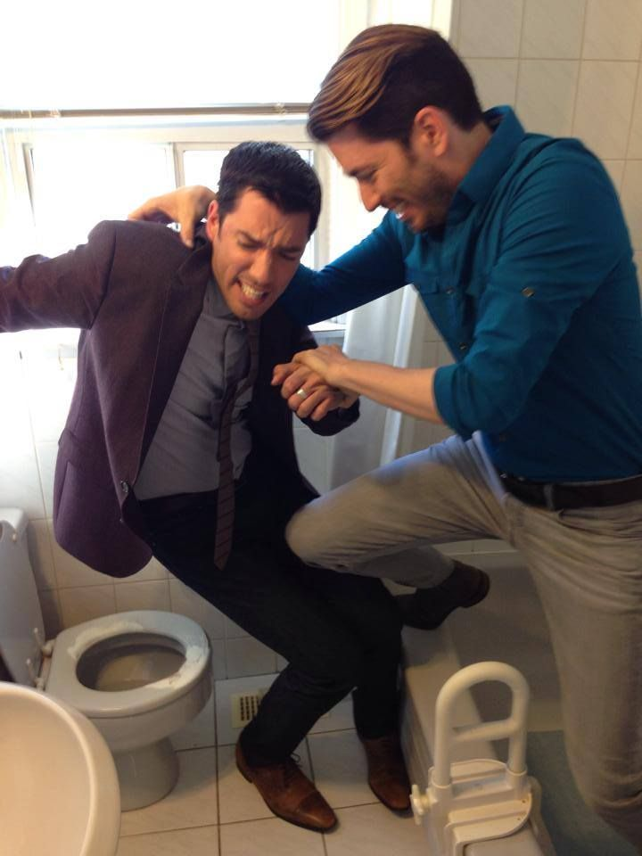 That moment when you try to force your clean freak brother to touch a nasty old toilet! Lol @mrdrewscott