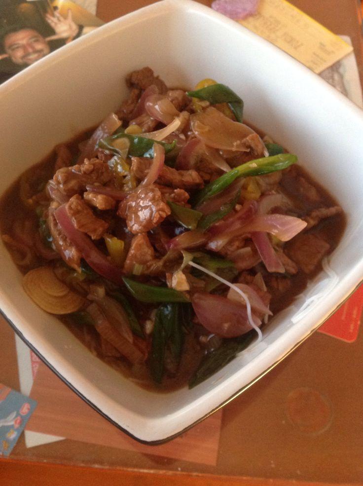 Carne mongoliana con fideos d arroz