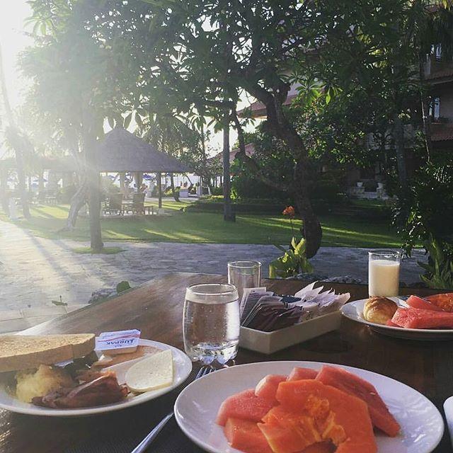 Mondays look good here.  Thank K you to @kok_kkkk for sharing breakfast picture  #nofilters #balisummer #holidaygoals #bali #balilocal #balilove #thebalibible #wanderlust #cntraveler #thebalibible #jetsetter #tropicalpool #breakfastbali #liburanbali #happiness #balicili #balilife #wonderfulindonesia #travelandleisure #grandastonbali #passionpassport #breakfastinbali #baligasm #holidaygoals  #thebaliguideline  #tripcanvas