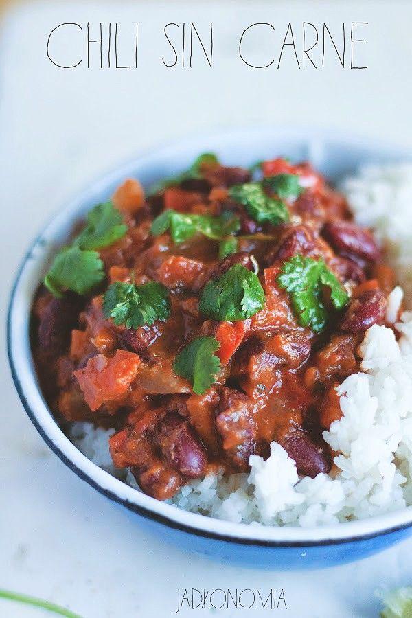 Podczas kiedy cały świat zna chili con carne, to mniej osób słyszało o jego lepszej wersji, czyli bezmięsnym chili sin carne. Zamiast mięsa pełne jest sycącej fasoli, duszonych warzyw i rozgrzewających przypraw. To co, gotujecie ze mną ami[...]