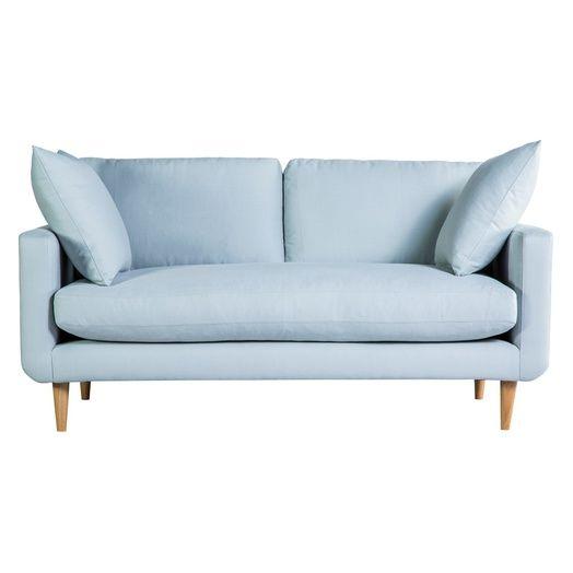 Un canapé bleu clair