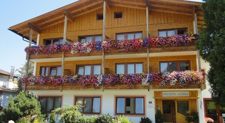 Pension Alpina Reith im Alpbachtal Right next to the Reitherkogelbahn Cable Car and the beginners' ski slopes, this guesthouse is just a 4-minute walk from the centre of Reith and the swimming lake. It offers free Wi-Fi and free parking.