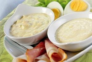 Krem chrzanowy / Horseradish Cream Sauce  nie może go zabraknąć na stole, przecież doskonale pasuje do wędlin, pasztetów, jajek, pieczeni, kanapek.
