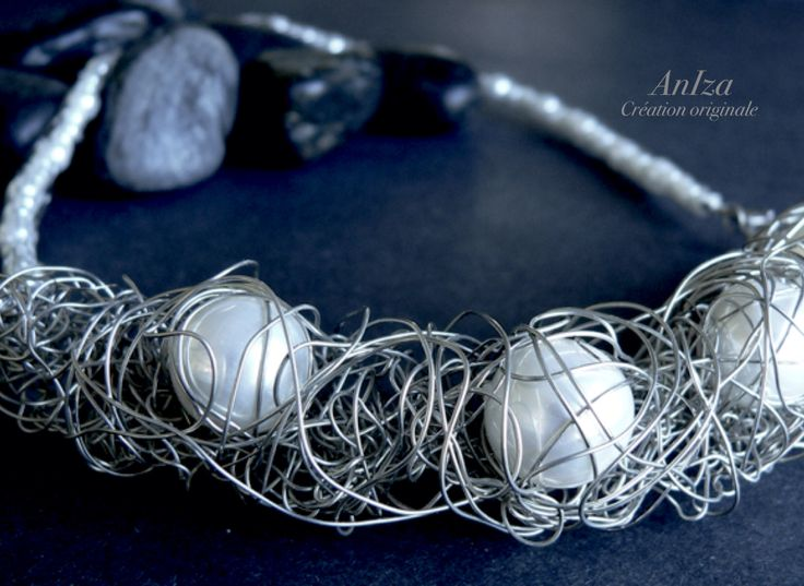 Collier fil de cuivre argent et perles de nacre, fait par Isabel