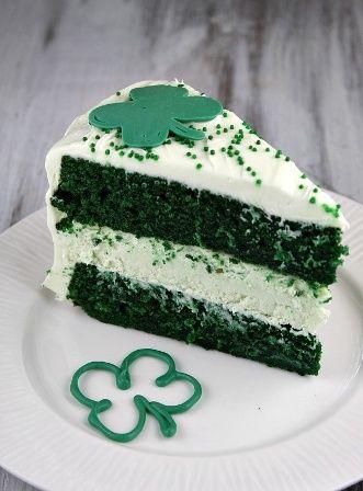 Green Velvet Cheesecake Cake | foodgio