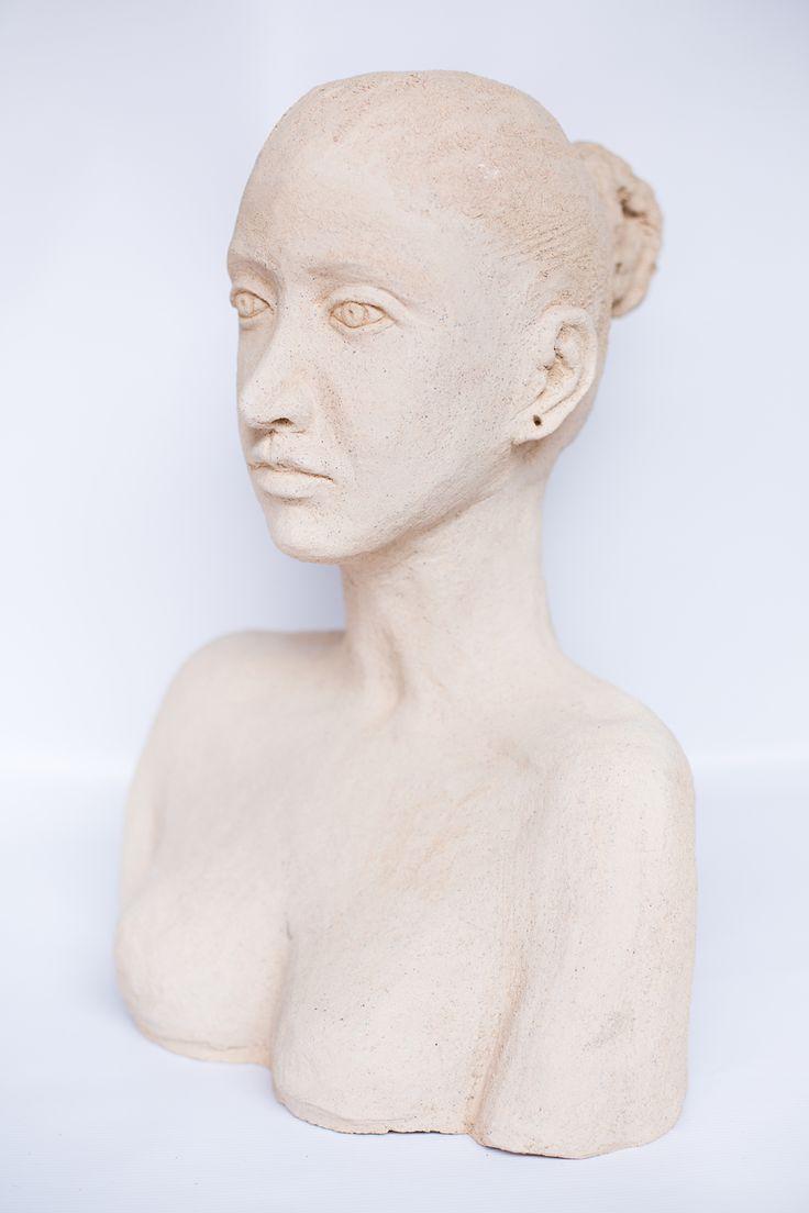 Autor - Kajolika. Rzeźba kobiety. /  Author - Kajolika. Sculpture of a woman.