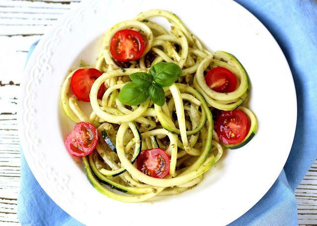 Raw cuketové špagety s bazalkou