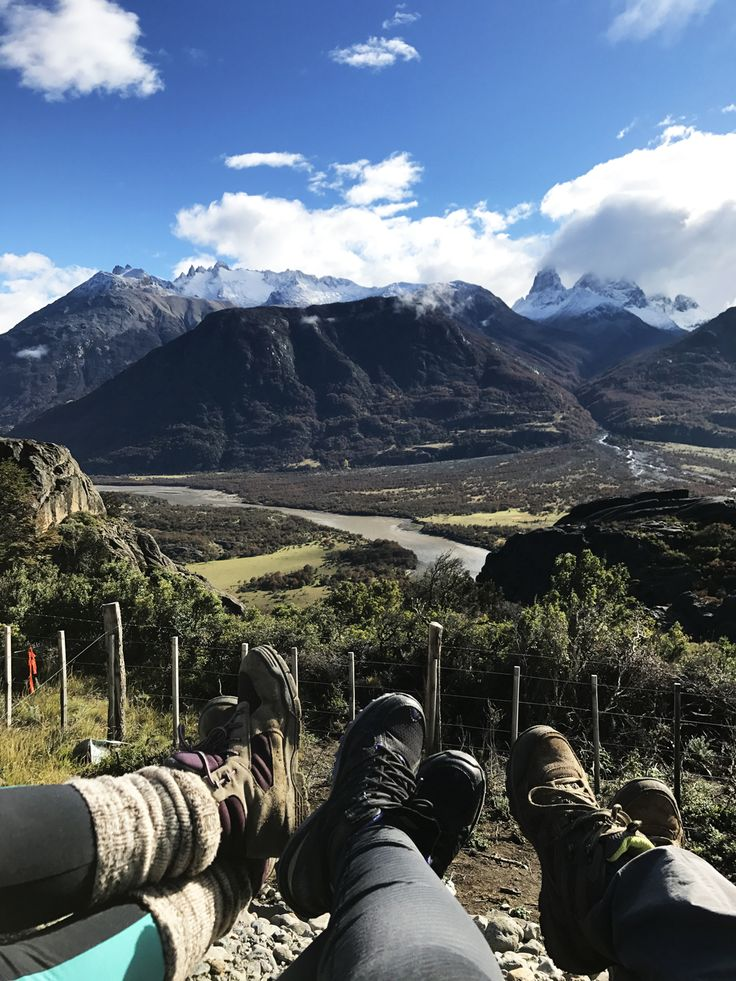 Después del Lago Barroso seguimos nuestro camino a Cerro Castillo. De un segundo a otro, el paisaje cambia drásticamente.. y ahí es donde uno se da cuenta que estaen Cerro Castillo. Las montañas s…