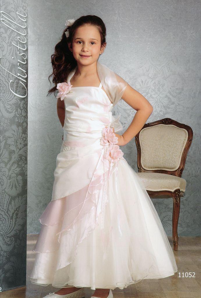 à http://www.morelle-mariage.eu/photos_grd/robe-de-demoiselle-christella-creations-paris-1...