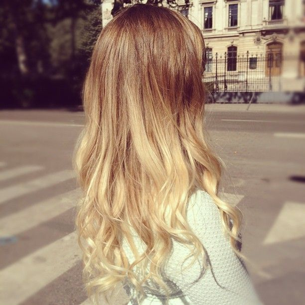 blonde ombre hair, pretty curls.