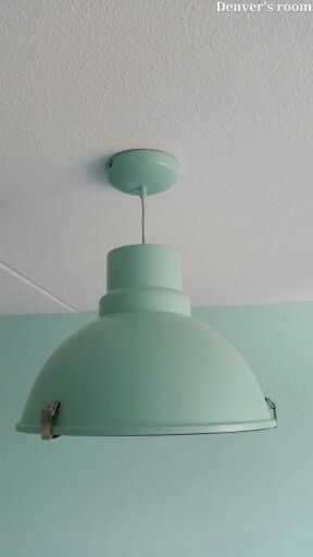 Industriële lamp mintgroen (www.rietveld.nl €59,90)