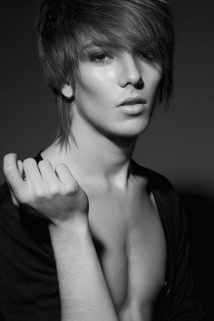 Stunning androgynous models that'll make you look twice.