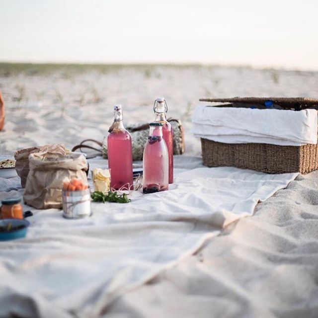 Morning!  @local_milk #praguepicnics #inspiration #picnic #beach #lemonade #picnicbasket