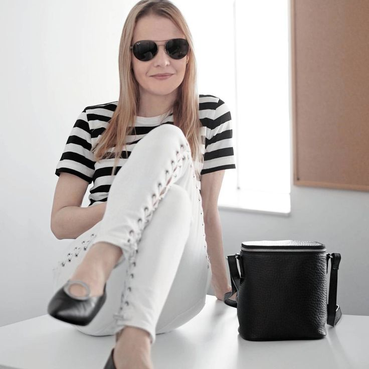 """186 Likes, 9 Comments - Gabriella Buzas (@epicstreetstyle) on Instagram: """"Stripes, eyelets, circles... want it all 💕 links in the post 😊 . ."""" wiw what I wear outfit ootd outfitinspo black and white minimal style lace-up jeans circle flat shoes striped t-shirt nakedvice bag muji h&m ray-ban"""