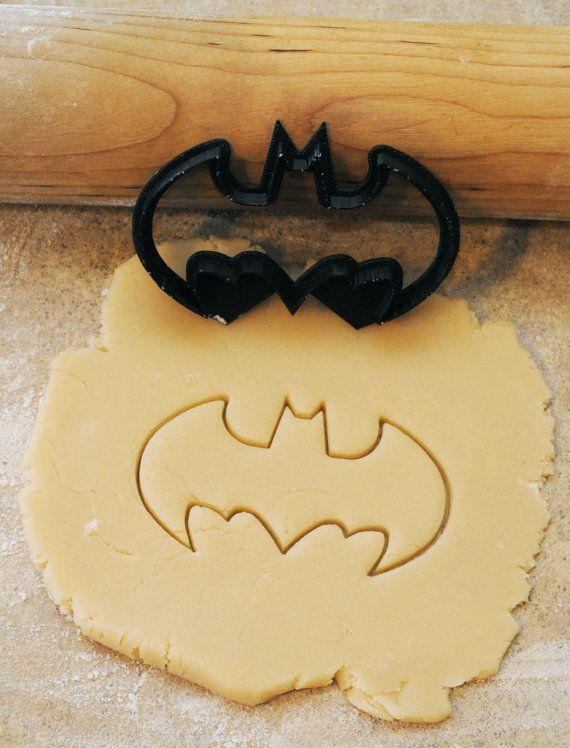 Hey, diesen tollen Etsy-Artikel fand ich bei https://www.etsy.com/de/listing/152849321/3d-printed-batman-cookie-cutter-3-12