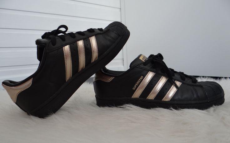Superstar Adidas Rose Gold Black Shoes, looks good!!! http://feedproxy.google.com/fashiongoshoesa