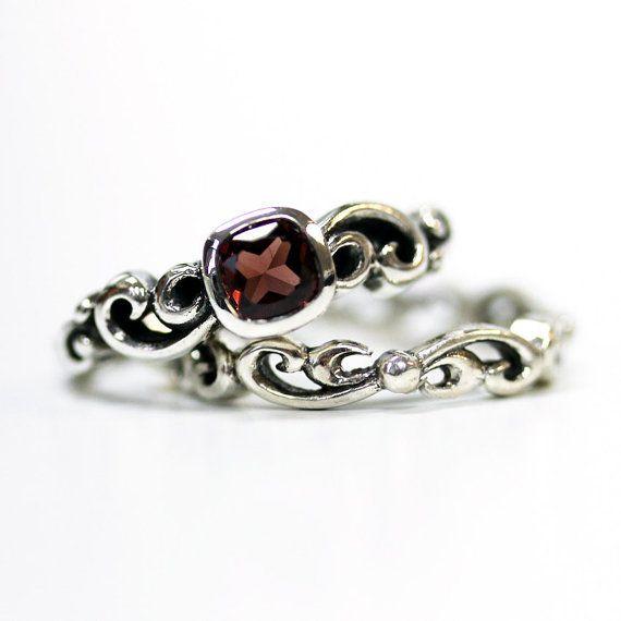 https://www.etsy.com/nl/listing/226412393/garnet-engagement-ring-set-unique-silver