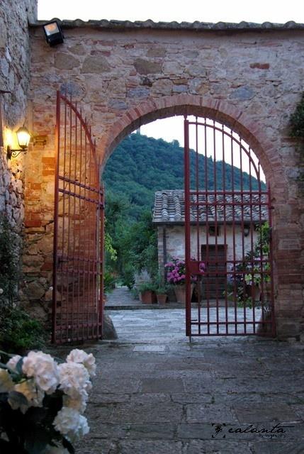 Tuscan Girls' Getaway villa gates