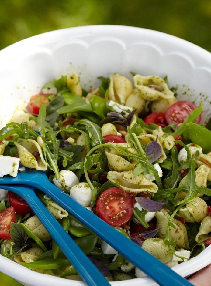 Rezept: Nudelsalat mit Schafskäse und Mozzarella
