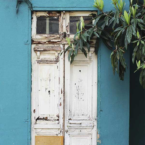 Old wood Front Door in Santiago de Chile by @laciudadalinsta   © Disfrutemos nuestras calles :) salga con lluvia, respire…