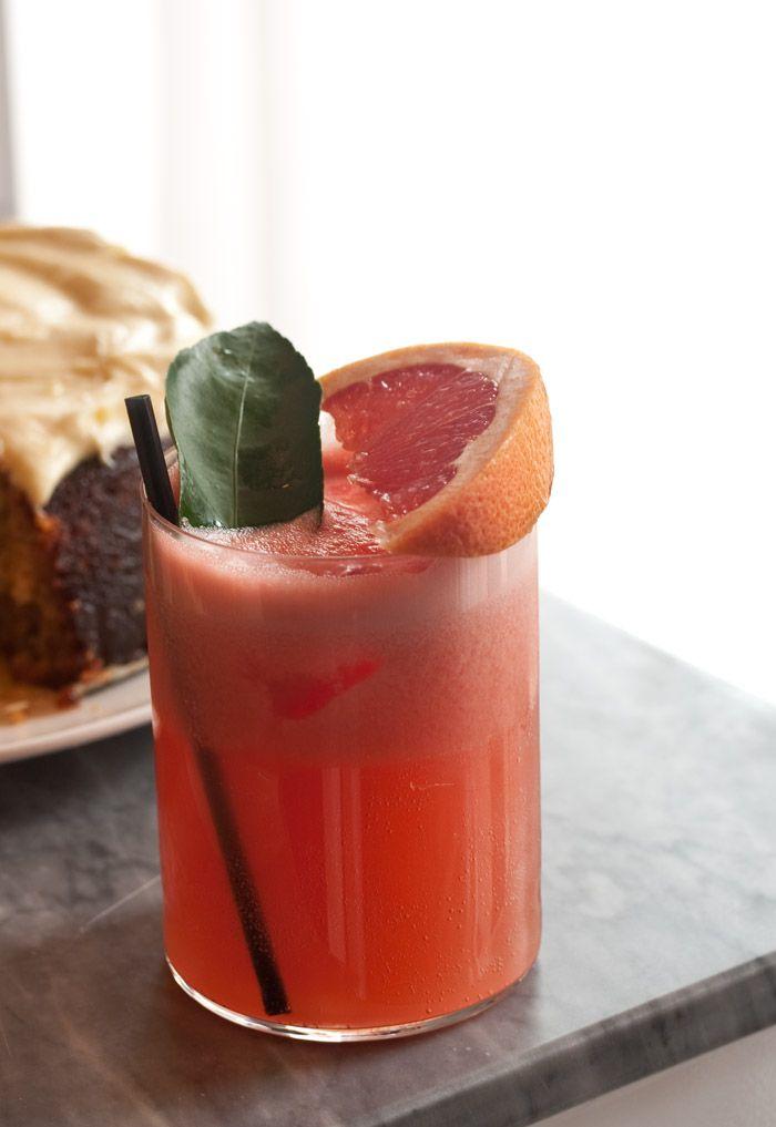Pink grapefruit gin & tonic