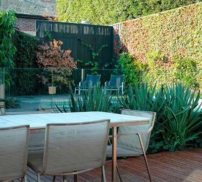 Prezentowany ogród został zaprojektowany przez australijską pracownię Eckersley Garden Architecture ze szczególną troską o wypełnienie niewielkiej przydomowej przestrzeni w efektywny sposób. http://www.sztuka-krajobrazu.pl/528/slajdy/projekt-ogrodu-wokol-nowoczesnego-domu