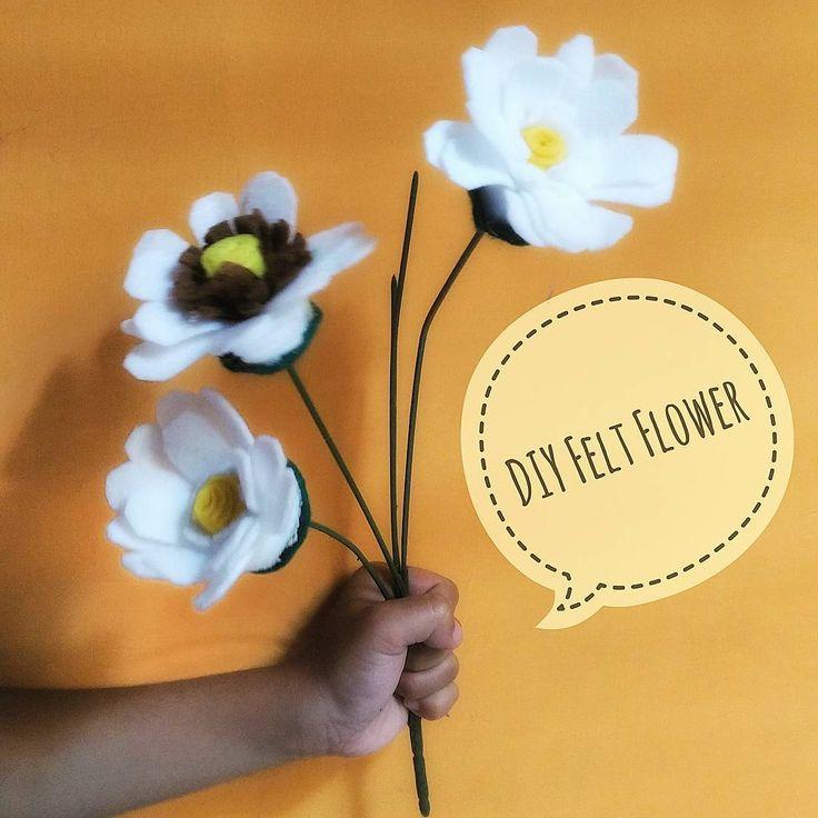 Hasil nemu 'warisan'  kakak2 saat SD. Banyak banget kain flannel... Dibikin bunga aja sambil santai. Belum selesai, sih... Tapi, lumayanlah... 🌻😘 Colek2 mbak @tiiarts..., aku ajari bikin mawar!  #temankreatif #DIY #Feltflower #daisy