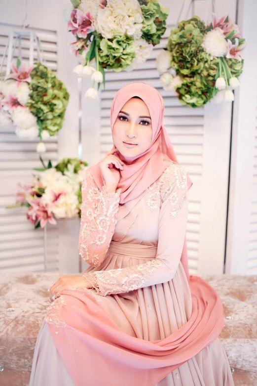 Hanis Zalikha great outfit Malay wedding